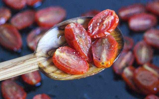 ナイジェラローソンがいかに安っぽいトマトを扱うか