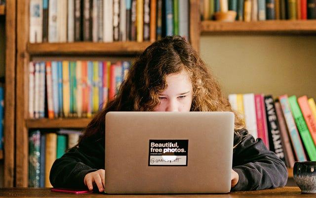 子供たちを教育し、楽しませ続けるための17のオンライン方法