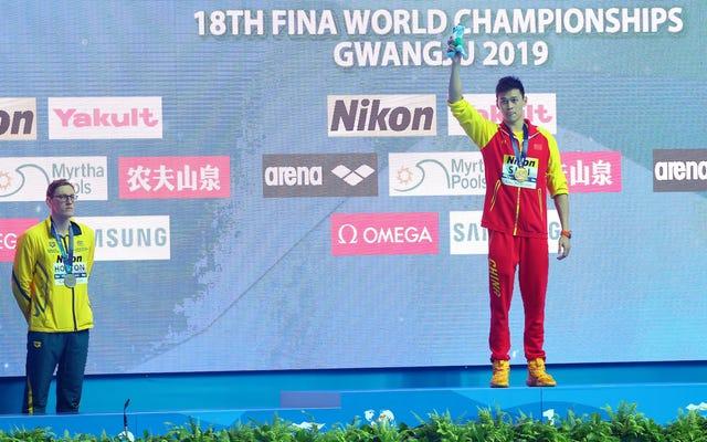 オーストラリアの水泳選手は、奇妙なドーピング疑惑で中国のライバルと表彰台を共有することを拒否します