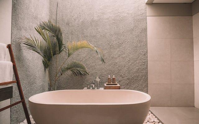 神話は真実です:寝る前にお湯を浴びることはあなたがよりよく眠るのを助けます