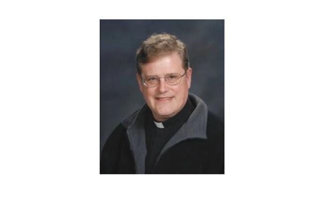 Va. Pastor Katolik Mundur Sementara Setelah Mengungkap Bahwa Ia Pernah Menjadi Anggota KKK