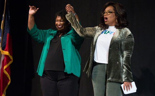 Un robocall racista dirigido a Stacey Abrams debería enojarte mucho