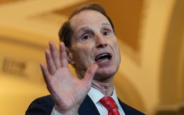 アダム・シフ議員がニューヨークタイムズへの影響を軽視した後、ワイデンはプライバシー修正のサポートを撤回