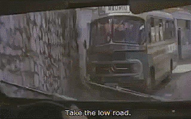 रोजर मूर की जेम्स बॉन्ड सिट्रोएन 2CV कार चेस