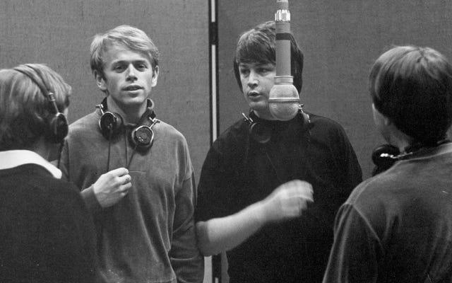 Tindak lanjut ambisius The Beach Boys untuk Pet Sounds hampir menghancurkan band