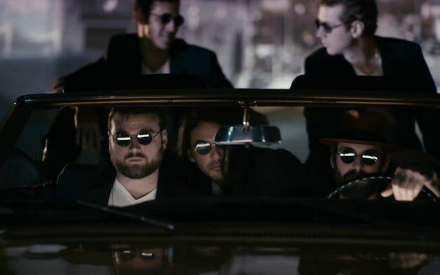 ジョナ・レイ監督の「Ca n't You See」ビデオで、マーティン・スターと一緒にFIDLARが売り切れました。