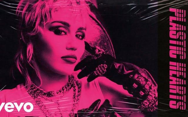 """Stevie Nicks dà a """"Edge of Midnight (Midnight Sky Remix)"""" di Miley Cyrus un potenziamento tanto necessario"""