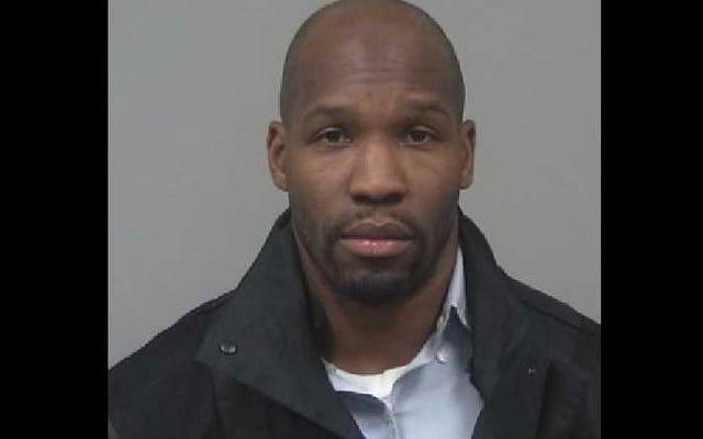 Cựu đại học Auburn đang chạy lại bị bắt vì được báo cáo là cậu bé ghi âm trong quầy hàng trong phòng tắm