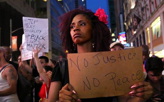 Trên đường phố, trong cuộc biểu tình và trên sân bóng rổ, phụ nữ da đen dẫn đầu