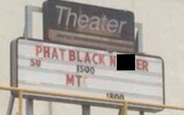 誰かが劇場のブラックパンサーの看板にN-Wordを置くのは陽気なだろうと思った