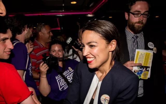 Alexandria Ocasio-Cortez rejette l'invitation au débat sur la mauvaise foi de Ben Shapiro avec une comparaison catcalling