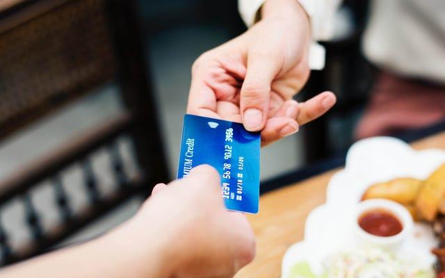 คุณควรได้รับบัตรเครดิตคืนหรือไม่?