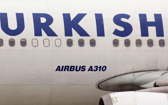 Idiota causa aterrissagem de emergência após nomear rede Wi-Fi como 'bomba a bordo'