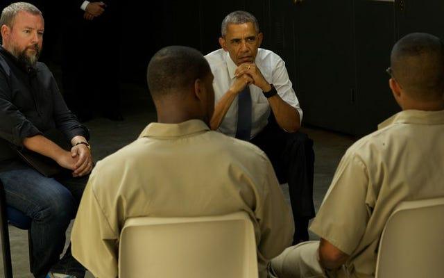 Tổng thống Obama và Phó tổng thống chăm chú trong việc sửa chữa hệ thống