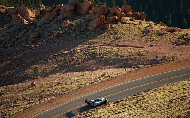フォルクスワーゲン電気自動車がパイクスピーク山道登山記録を打ち破る