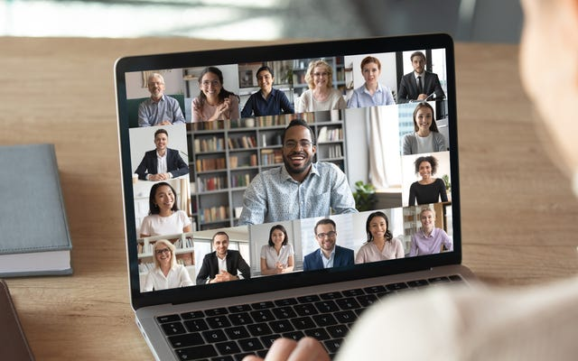 Yakınlaştırma Aramasında Konuşurken Web Kameranıza Bakın