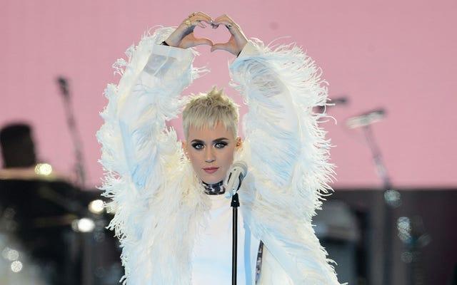 Je mehr Katy Perry über das Aufwachen spricht, desto mehr schläft sie