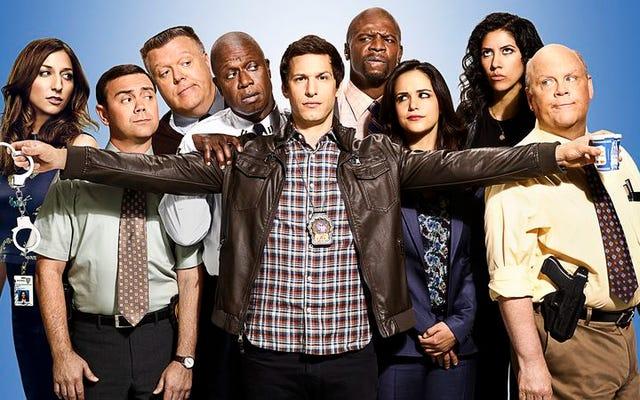 Brooklyn Nine-Nine'ın oyuncu kadrosu çoğunlukla gerçek, kısmen alaycı 4. sezon önizlemesi
