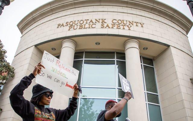 न्यायाधीश ने एंड्रयू ब्राउन जूनियर को मारने वाली पुलिस की फुटेज जारी करने का अनुरोध किया क्योंकि यह उन लोगों के लिए उचित नहीं होगा जिन्होंने एंड्रयू ब्राउन जूनियर को मार डाला (नहीं, गंभीरता से)