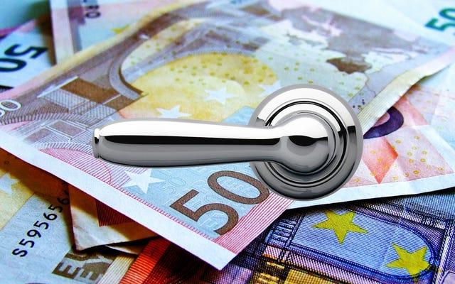 ¿Por qué alguien obstruye los inodoros suizos con decenas de miles de euros en efectivo?