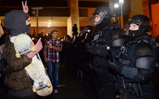 ACLU Oregon Merekomendasikan Perubahan Kebijakan Protes Polisi Portland