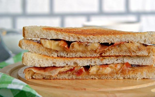 जब आप जेली से बाहर निकलते हैं तो वैकल्पिक पीनट बटर सैंडविच