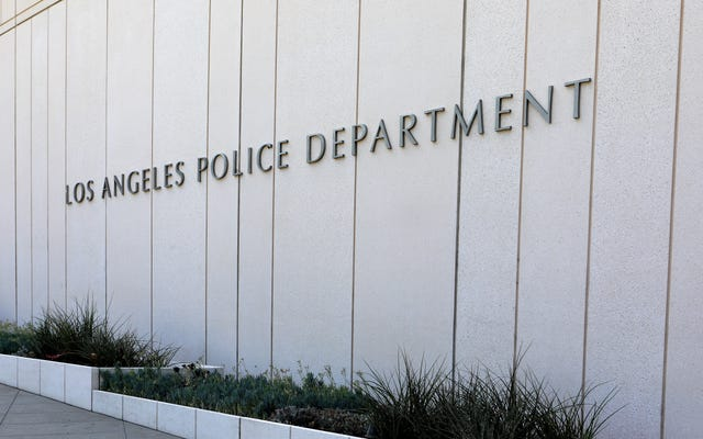Обвинение в убийстве было отменено после того, как суд установил, что подросток был принужден полиции Лос-Анджелеса