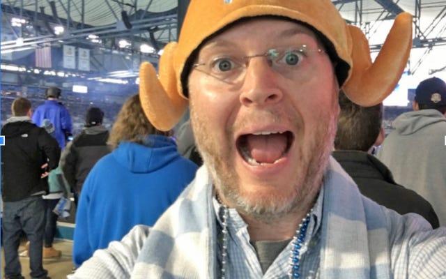 感謝祭のライオンズの試合に参加するのはどうですか?私に言わせてください:友情と七面鳥の帽子!