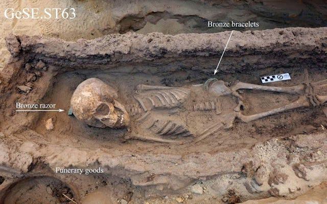 子供の墓は古代エジプトの作業現場での生活の複雑な絵を描く