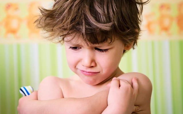 วิธีทำให้เด็กวัยหัดเดินของคุณแต่งตัวในตอนเช้าโดยไม่ต้องต่อสู้