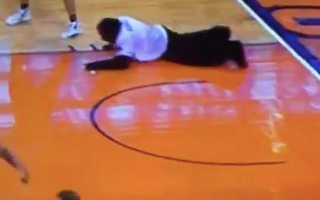 Linh vật khỉ đột của Phoenix Suns lặn tới tòa án, thu hồi vật phẩm, giảm vết sẹo