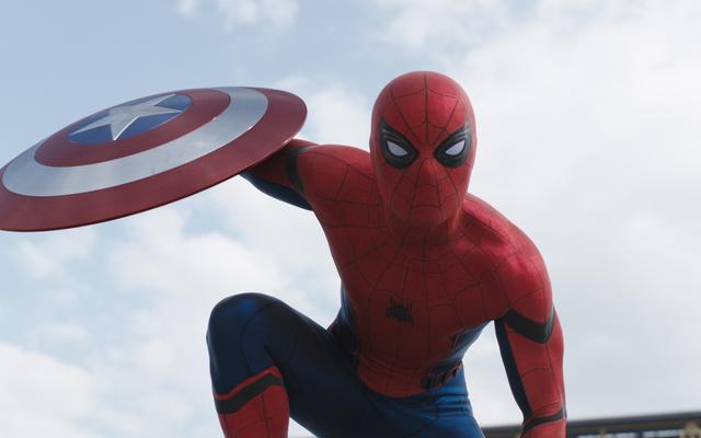 スパイダーマンの前は、南北戦争の初期のバージョンでは、代わりにトニー・スタークがアントマンを募集していました