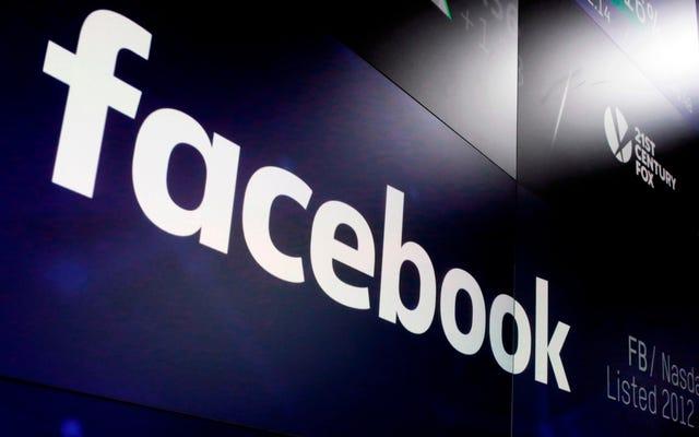 Facebook sospende tre pagine con milioni di visualizzazioni di video, affermando che devono rivelare i legami con la Russia