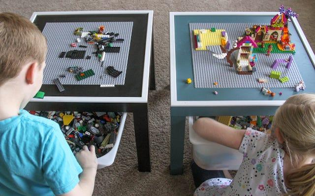 โต๊ะเลโก้ DIY นี้ช่วยให้เด็ก ๆ เพลิดเพลินและจัดเรียงอิฐของพวกเขา