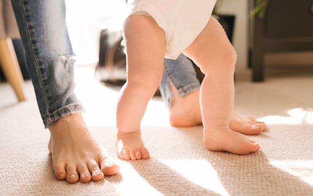 Prova questo trucco con tutina prima di cambiare il pannolino del tuo bambino