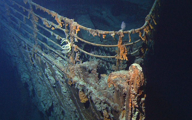 タイタニック号の発見は、失われた原子力潜水艦を見つけるための陰謀の一部だったと伝えられています