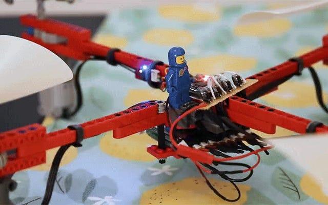 Insinyur Membangun Drone Terbang yang Fungsional Penuh Menggunakan Hampir Tidak Ada Apa Pun Selain Lego