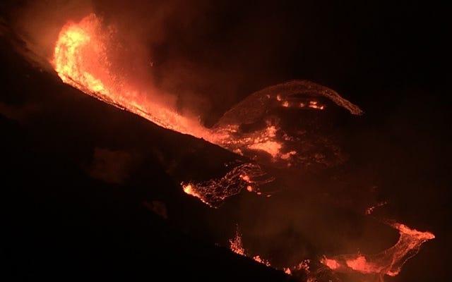 ハワイのキラウエア火山が2018年の破壊的な大暴れ以来初めて噴火