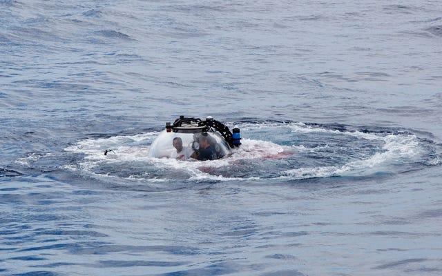 400フィートの水中で配信されたライブアドレスで、セイシェル大統領は人類に海を保護するよう呼びかけます