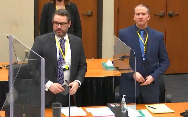 デレク・ショーヴィンの弁護士が、ジョージ・フロイドの家族に2700万ドルの和解金を授与したことを発表した後、裁判の延期を要求