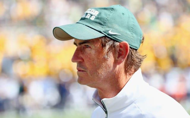 テキサス高校でフットボールのコーチに雇われたアート・ブライレス