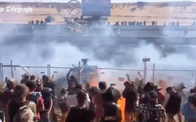 Tükenmişlik Yarışmasında Kalabalığa Yanan Yakıt Püskürdü, Bir Düzineden Fazla Yaralandı