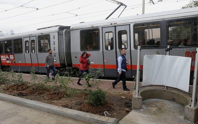 サンフランシスコ初の屋外小便器がスーパーボウルに間に合うようにオープン