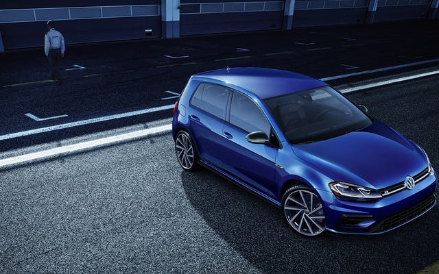 Więcej amerykańskich nabywców Volkswagena Golfa R i GTI wybiera skrzynię dwusprzęgłową niż ręczną