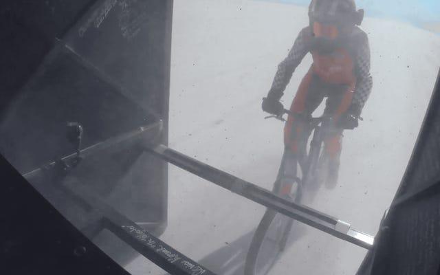 デニースミューラーコレネクが自転車で時速184マイルを達成し、新しい車の速度記録を樹立