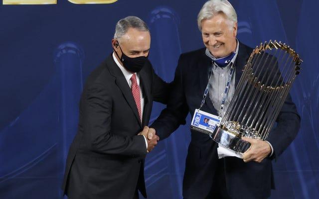 MLBの億万長者は、労働者階級のスタッフを利益の祭壇にねじ込むのを何年も待っていました。