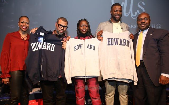 นี่คือเหตุผลที่ Winston Duke สวมเสื้อสเวตเตอร์ 'Howard' ในพวกเรา