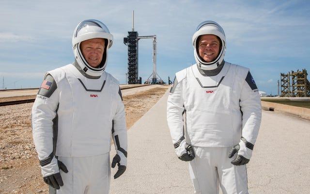 Pakaian Luar Angkasa SpaceX Elon Musk Pasti Ada Sesuatu