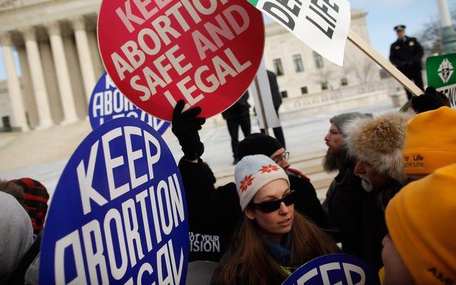La política federal propuesta podría permitir que los profesionales de la salud se nieguen a realizar procedimientos de aborto o tratar a pacientes trans