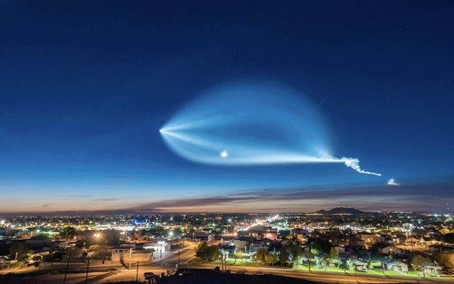 SpaceXの最新の発売のこのタイムラプスは、多くの人々がそれがエイリアンの宇宙船であると思った理由を説明しています